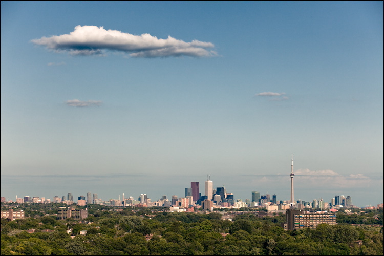cloud and the city || Canon5D2/EF70-200f4L@104 | 1/500s | f8 | ISO100