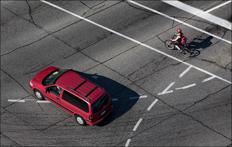 reds on asphalt || Canon5D2/EF70-200f4L@140 | 1/400s | f7.1 | ISO100