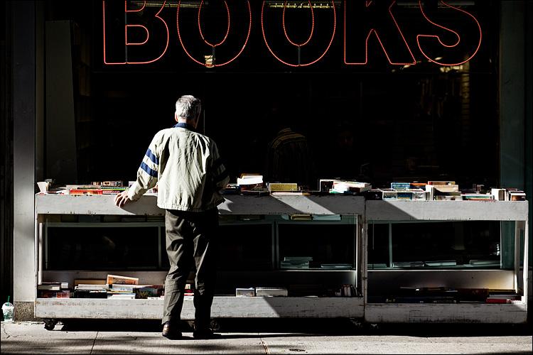 books || Canon5D2/EF24-105f4L@150 | 1/800s | f5.6 | ISO400