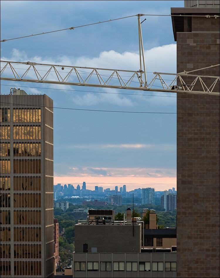 framed skyline || Canon5D2/EF200f2.8L | 1/200s | f5.6 | ISO200