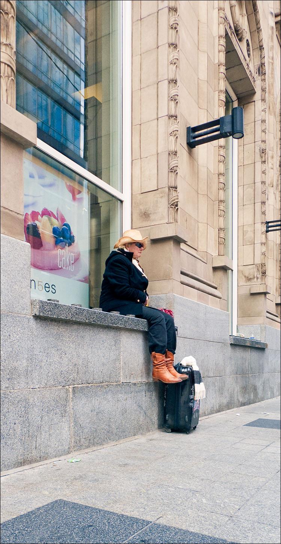 traveler and cake | Panasonic LX3 | 1/125s | f5.6 | ISO200