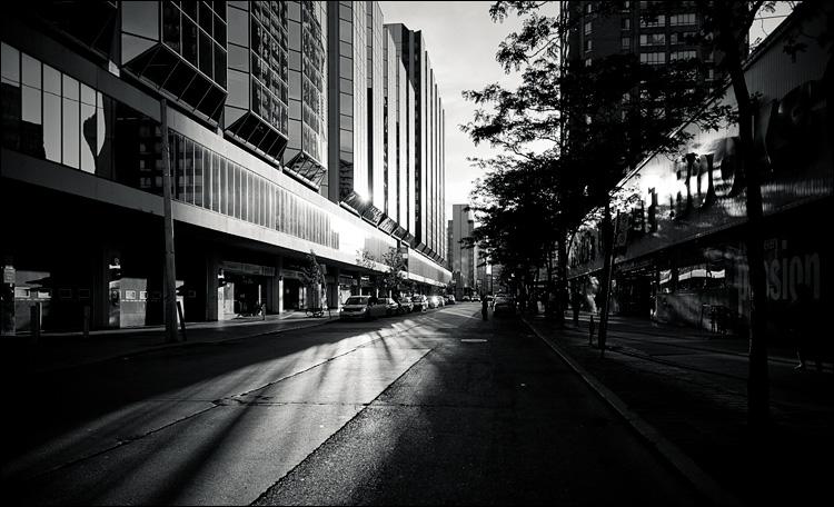 lit street || Canon5D2/EF24-105f4L@24 | 1/2500s | f4 | ISO400