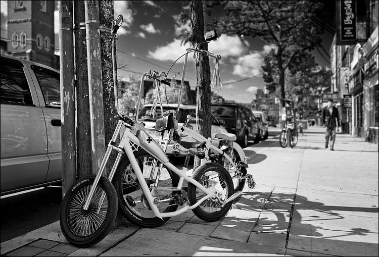 sidewalk bikes || Canon5D2/EF24-105f4L@32 | 1/800s | f4 | ISO100