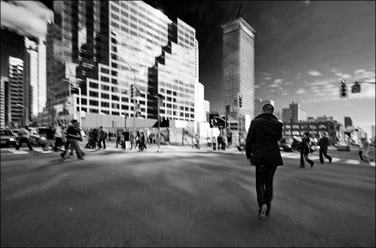 scramble walker || Canon5D2/EF17-40Lf4@17 | 1/20s | f14 | ISO100