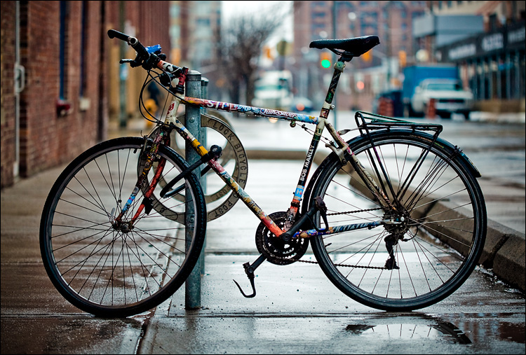 bike in rain || Canon5D2/EF100f2.8 | 1/320s | f2.8 | ISO400