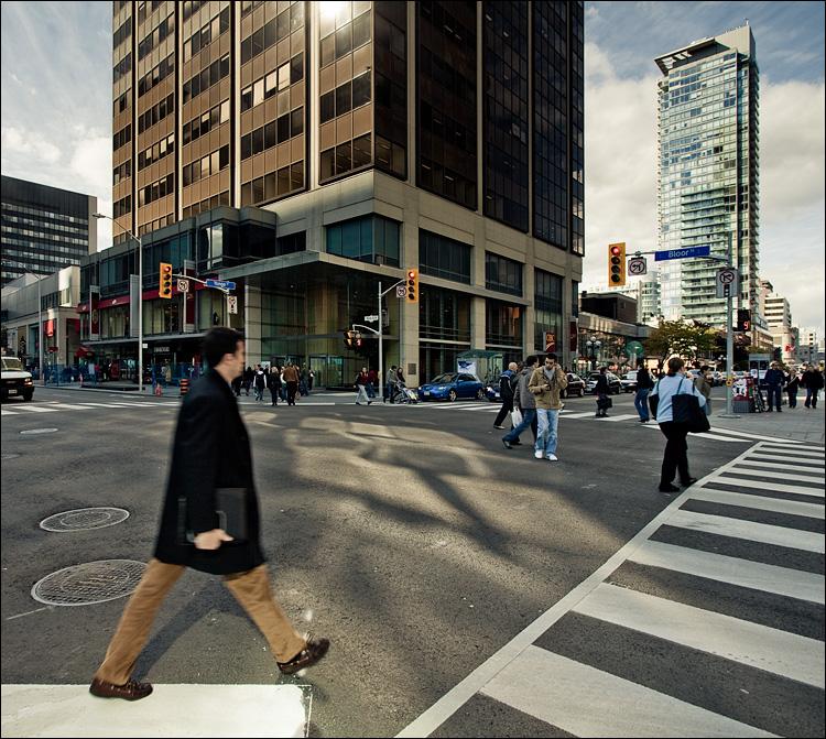 walk man || Canon5D2/EF17-40L@17 | 1/60s | f7.1 | ISO100