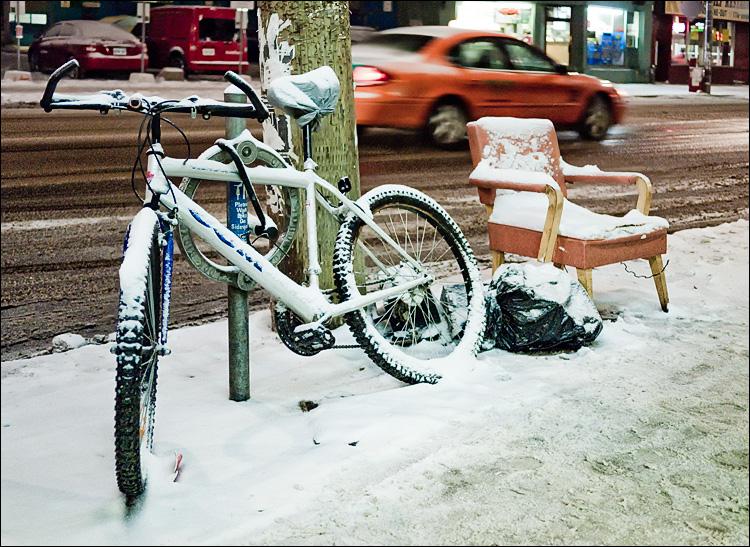 snow seat || PanasonicGF1/Pana20f1.7 | 1/60s | f1.7 | ISO800