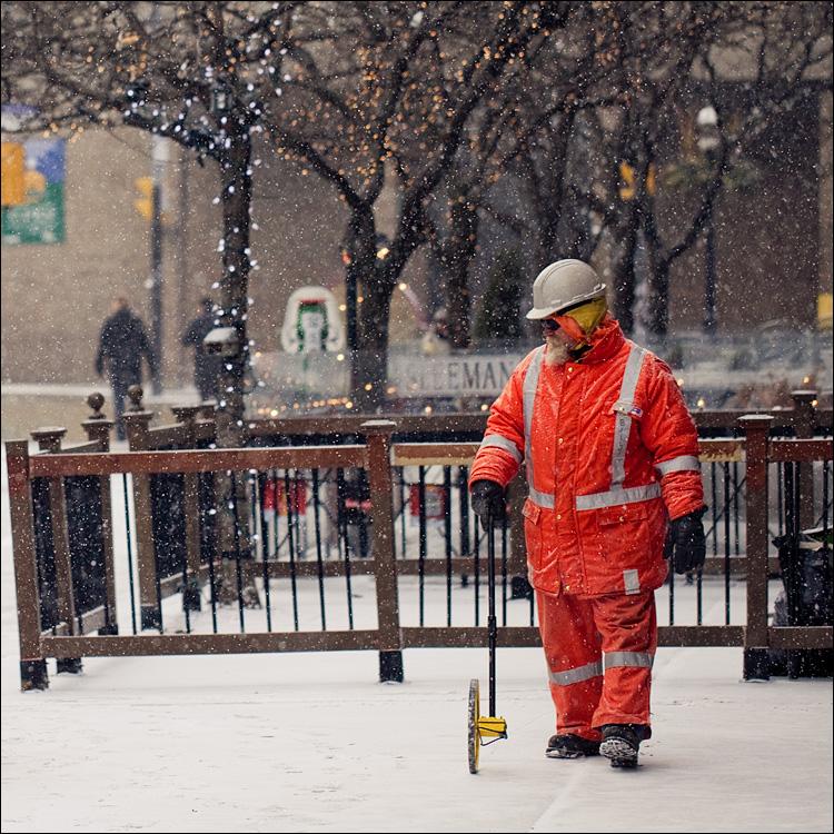 orange man in snow || Canon5D2/EF100f2.8L | 1/1600s | f2.8 | ISO400