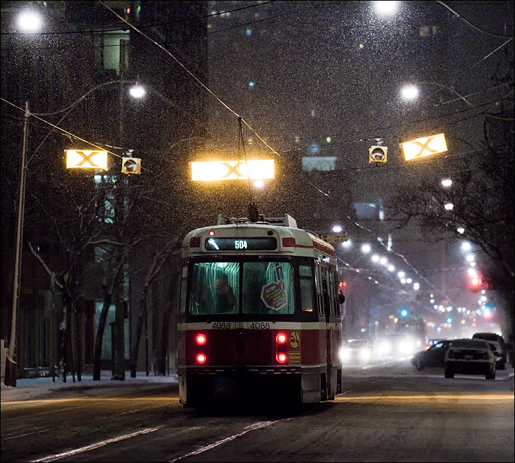 504 in snow || Canon5D2/EF200f2.8L | 1/320s | f3.2 | ISO3200