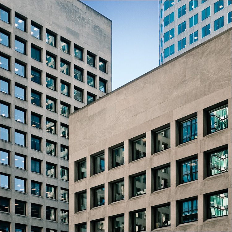 windows x 3 || PanasonicGF1/Pana20f1.7 | 1/400s | f1.7 | ISO100