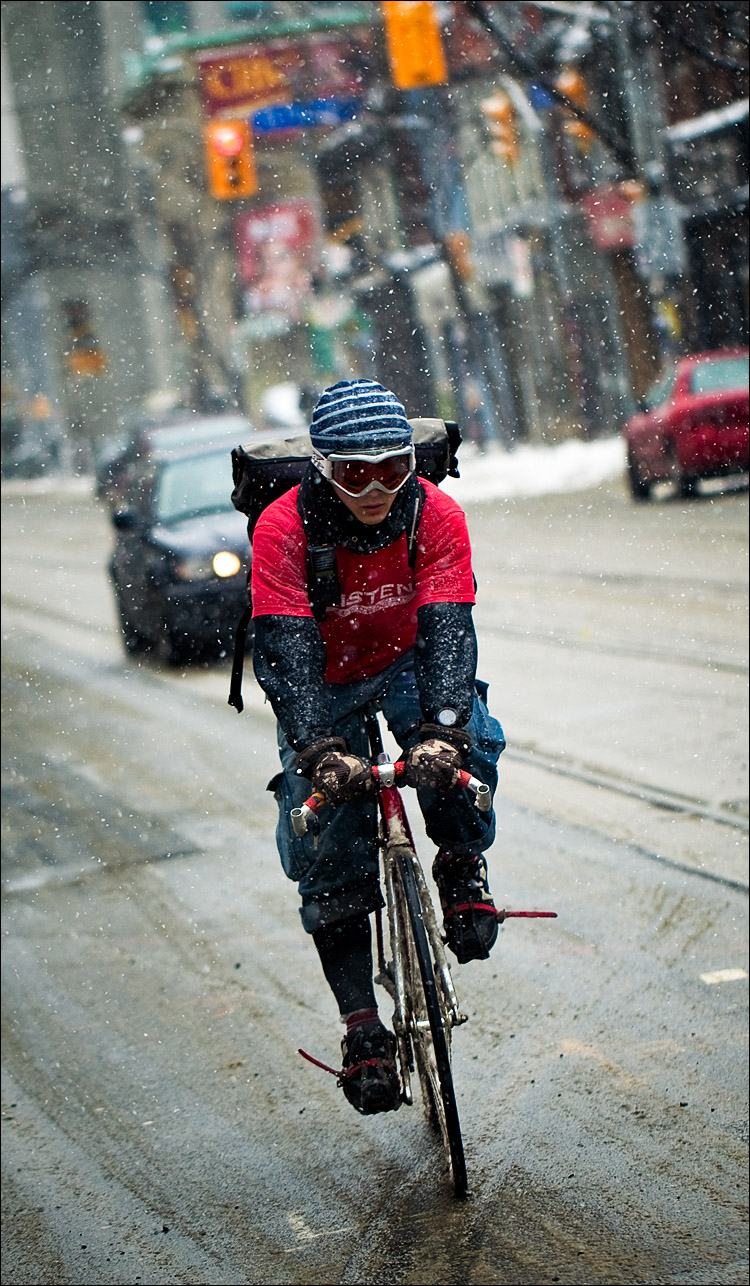snow biker in red || Canon5D2/EF100f2.8L | 1/800s | f2.8 | ISO200