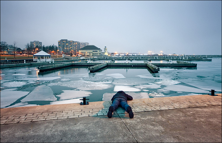 photographer in cold || Canon5D2/EFSigma12-24@24 | 1/13s | f5.6 | ISO1600
