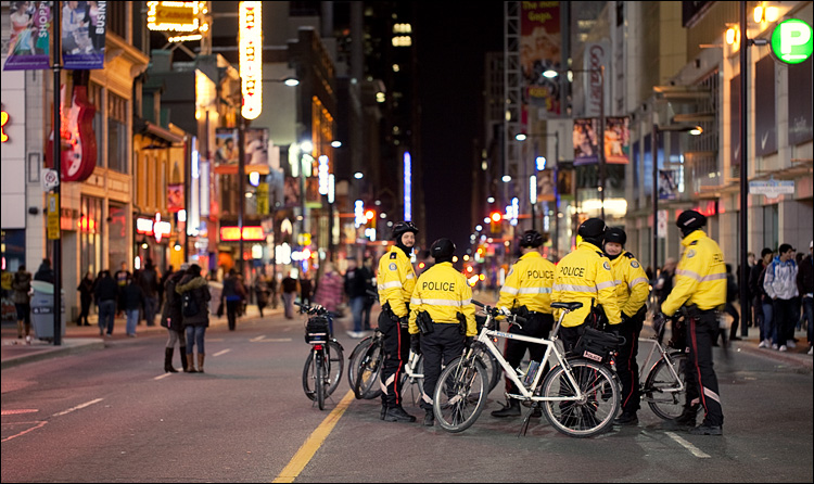 earth hour police || Canon5D2/EF100f2.8L | 1/8s | f2.8 | ISO400