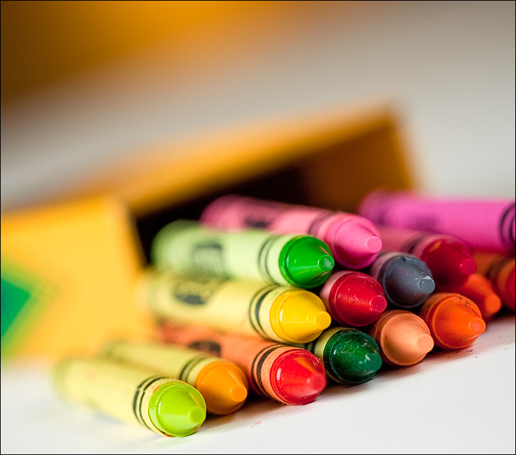 smell of crayons || Canon5D2/EF100f2.8 | 1/100s | f4 | ISO200