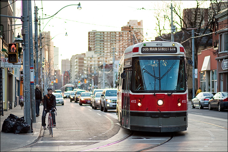 biker and streetcar || Canon5D2/EF85f1.8 | 1/400s | f1.8 | ISO100