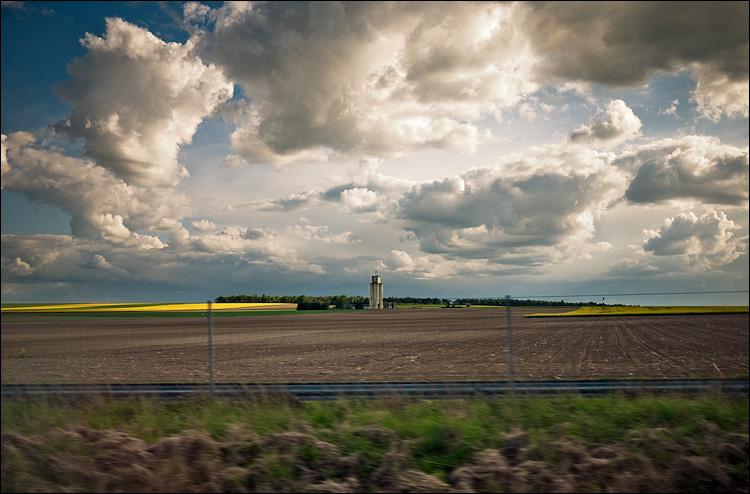 speeding landscape || Panasonic GF1/Pana20f1.7 | 1/2000s | f1.7 | ISO100