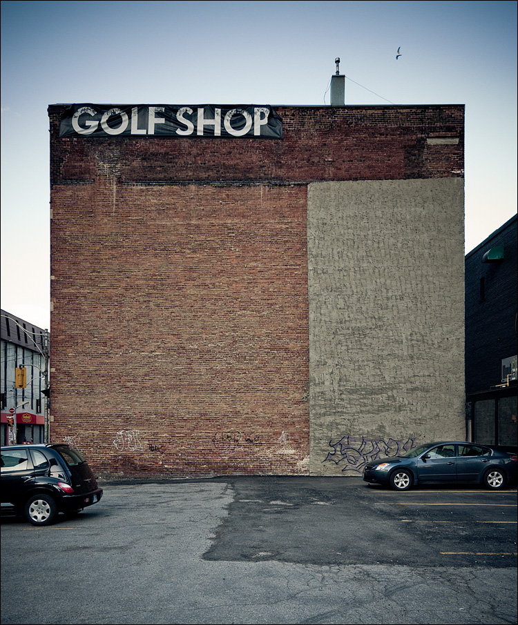 golf shop || Panasonic GF1/Vario7-14@10 | 1/80s | f4 | ISO100