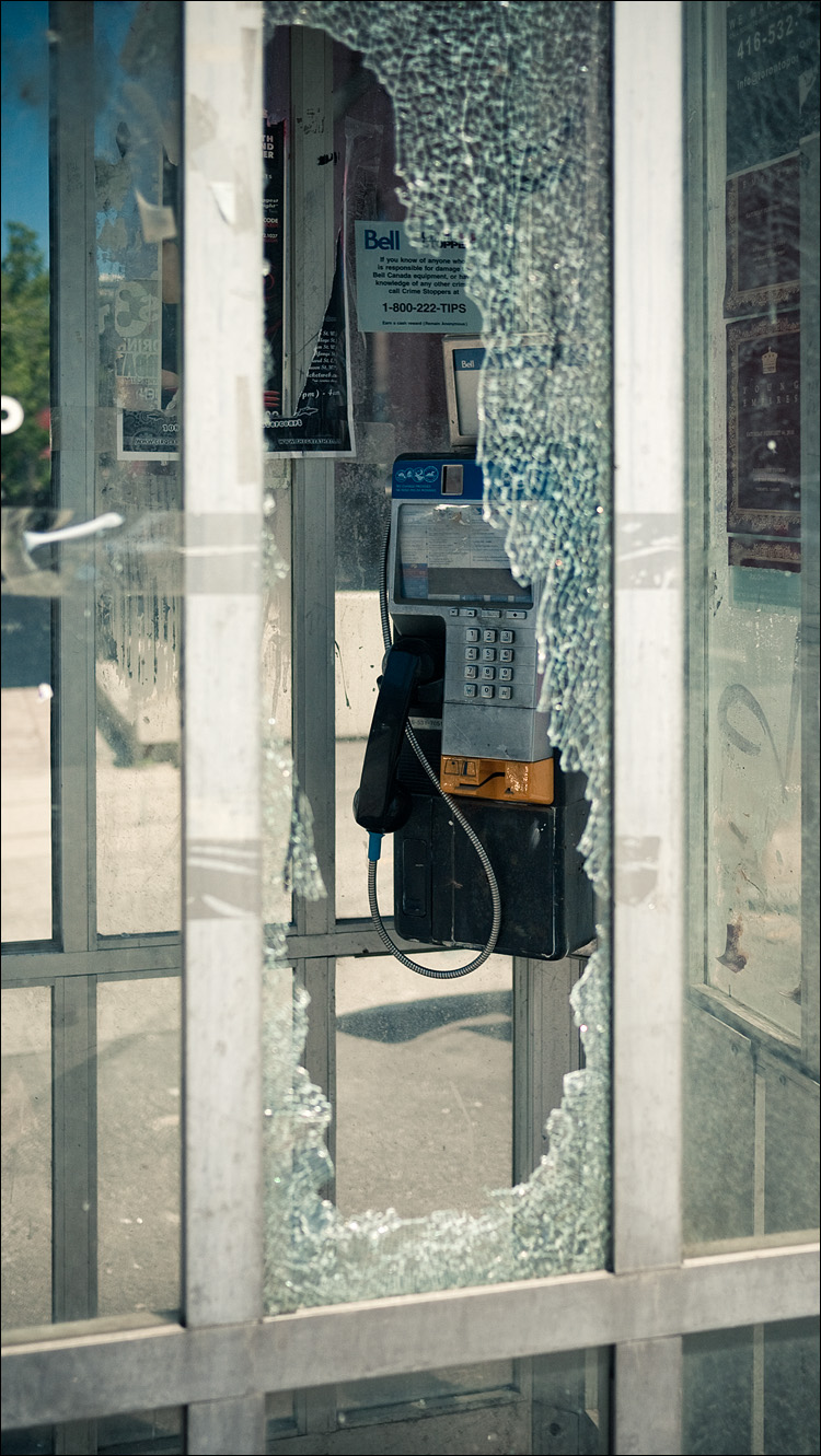 broken phone || Panasonic GF1/Pana20f1.7 | 1/250s | f2 | ISO 100