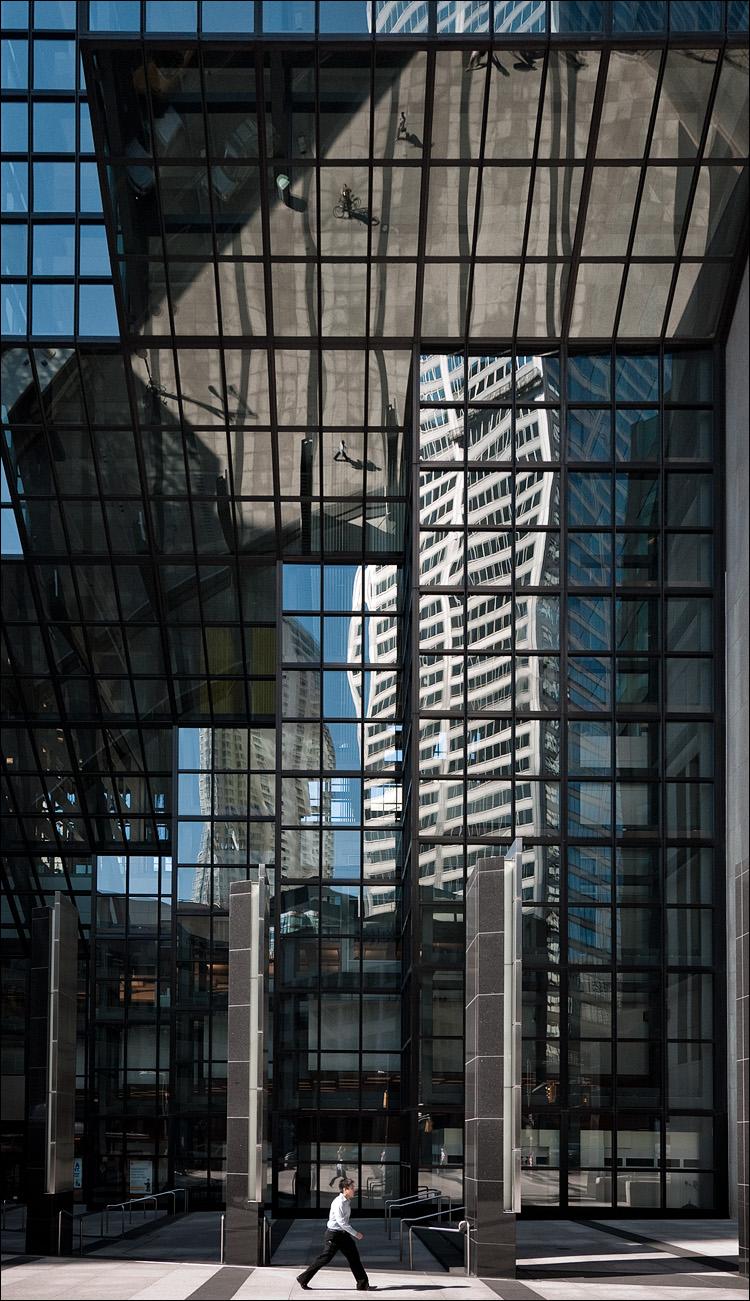 men and glass || Panasonic GF1/Vario 7-14@14 | 1/160s | f5.6 | ISO100