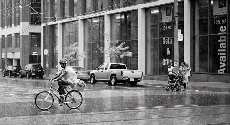 rain people || Panasonic GF1/Pana20f1.7 | 1/160s | f1.7 | ISO100