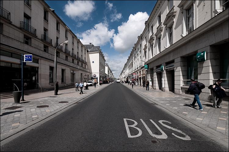 bus lane || Panasonic GF1/Vario7-14@7 | 1/400s | f8 | ISO100