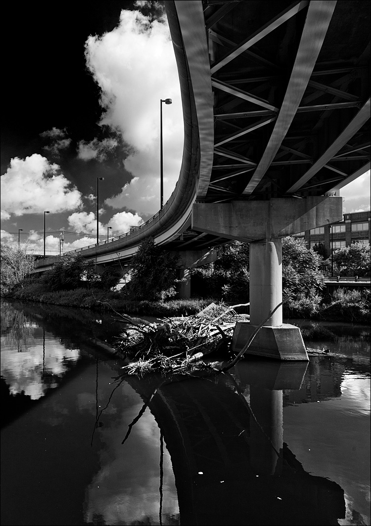 bridge on don valley || Canon5D2/EF24-105f4L | 1/125s | f8 | ISO200