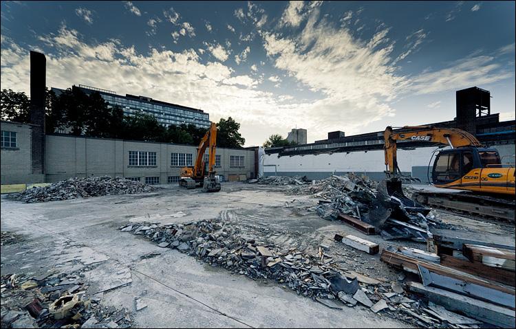 demolition scape || Canon 5D2/Sigma12-24@12 | 1/500s | f8 | ISO200