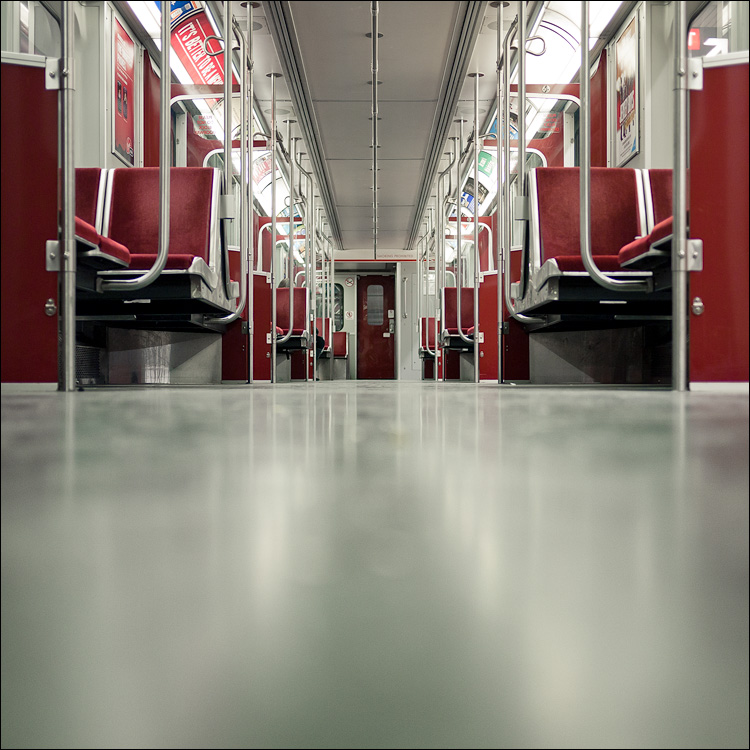 empty in red || Panasonic GF1/Pana20f1.7 | 1/30s | f1.7 | ISO125