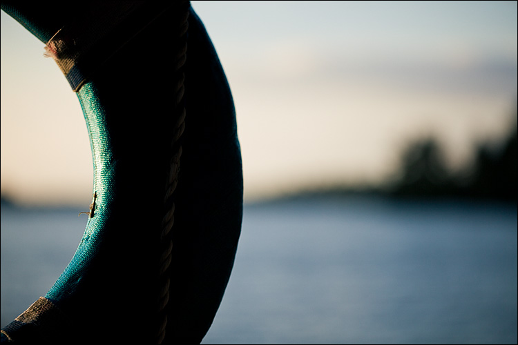 life ring | Canon5D2/EF100f2.8L | 1/1600s | f2.8 | ISO200
