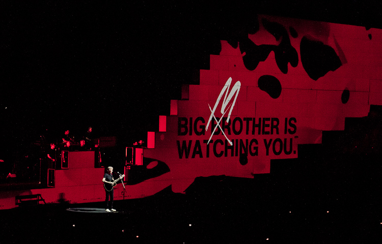 roger-waters_the-wall_-20100916-204202-_1320448.jpg