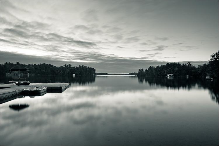 still lake || Canon5D2/EF17-40L@21 | 13s | f8 | ISO100