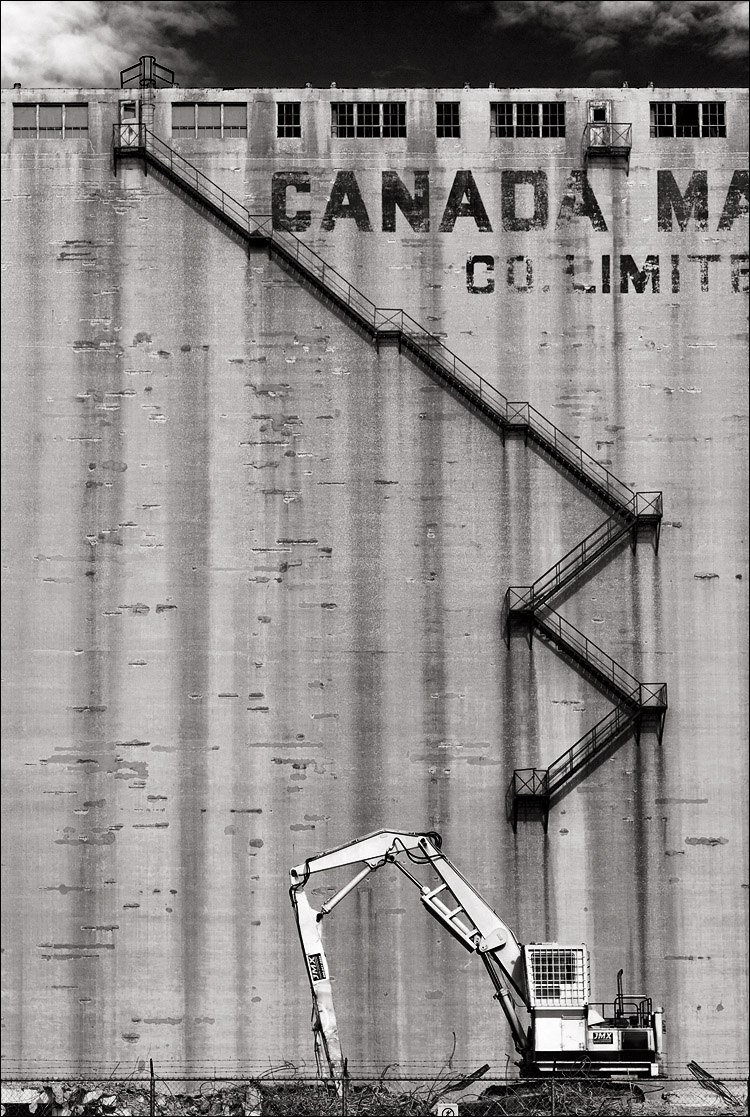stairs and silo || Canon5D2/EF24-105f4L | 1/160s | f8 | ISO200