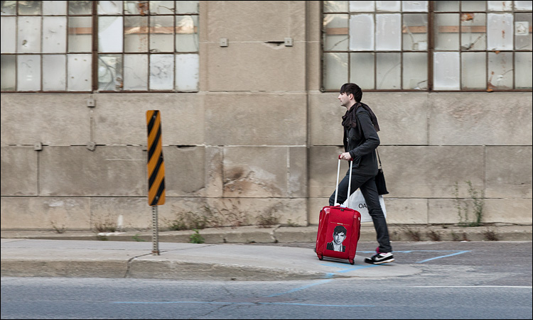 man and red suitcase || Canon5D2/EF24-105f4L | 1/80s | f6.3 | ISO400