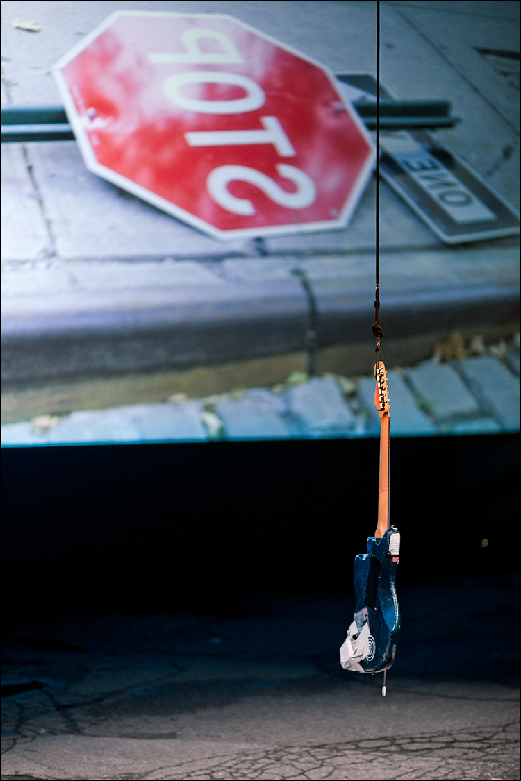 stop guitar || Canon5D2/EF851.8 | 11/50s | f1.8 | ISO1600