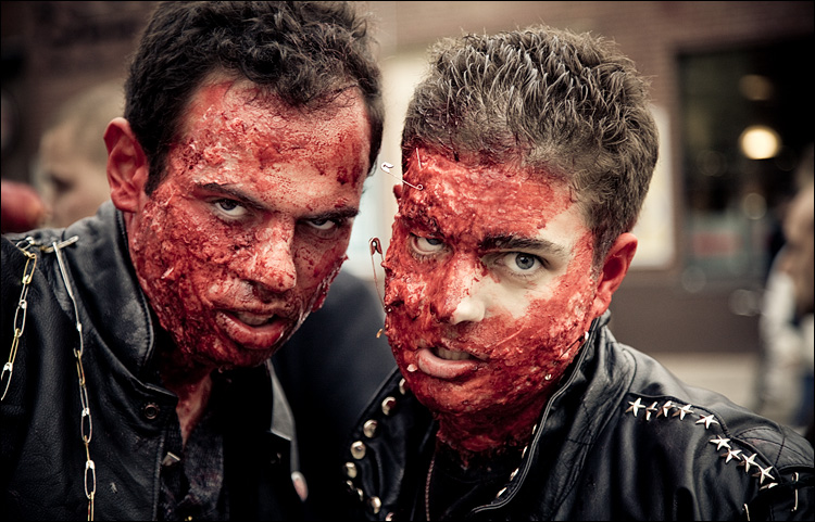blood brothers || Canon5D2/EF851.8 | 1/125s | f4 | ISO800