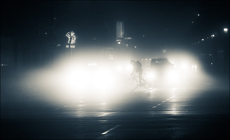 fog biker || Canon5D2/EF85f.18 | 1/400s | f2.2 | ISO1600