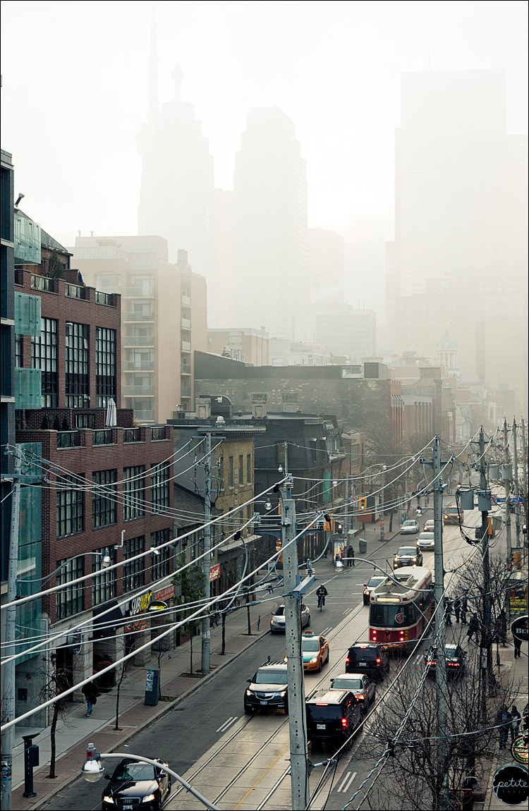 fog city || Canon5D2/EF24-105L@67 | 1/60s | f7.1 | ISO400