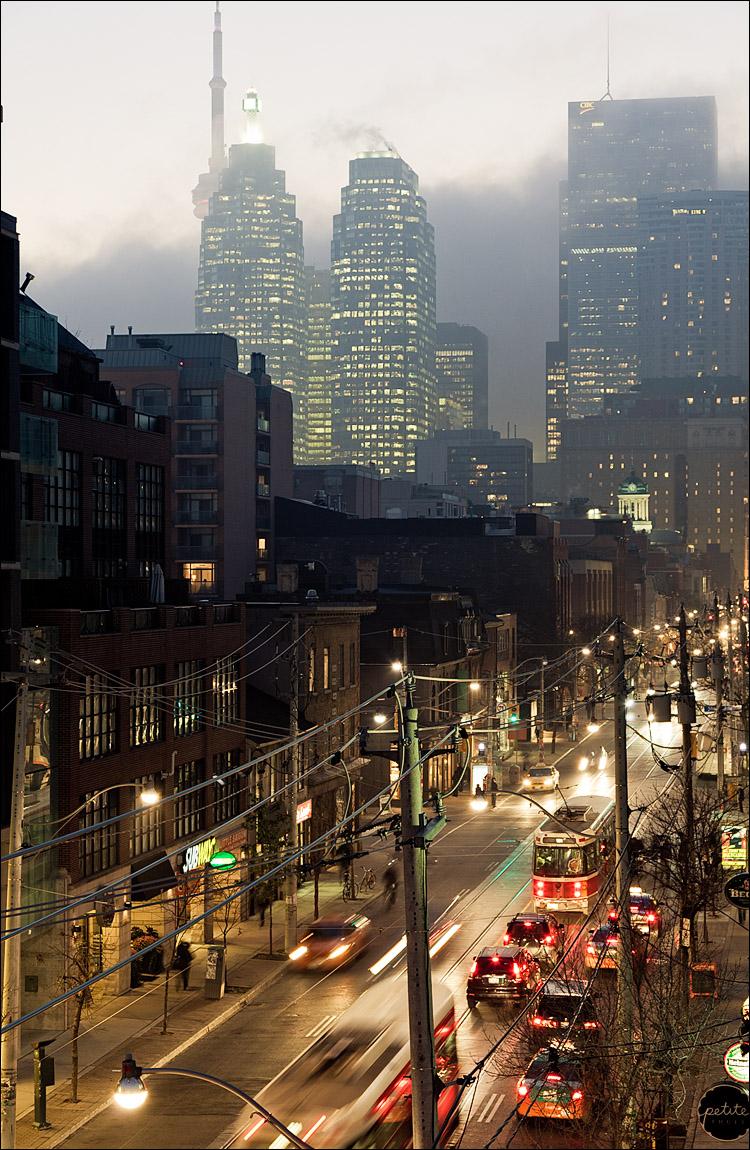 fog city || Canon5D2/EF24-105L@67 | 1/2s | f7.1 | ISO400