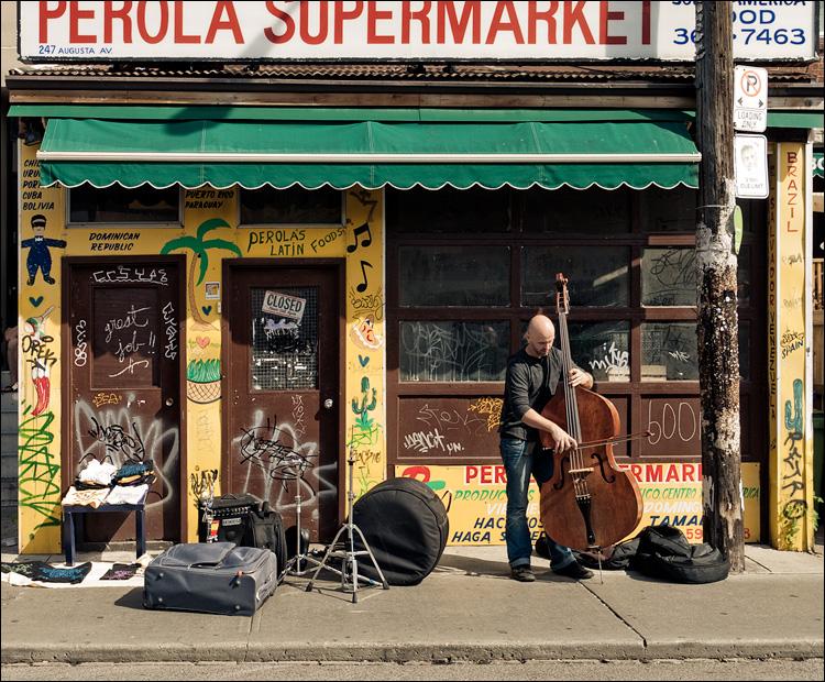 double bassist and supermarket || Panasonic GF1/Vario14-140 | 1/200s | f7.1 |ISO100