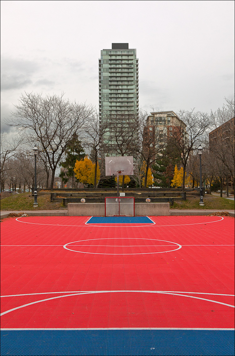 tower and hoop || canon5D2/EF24-105L | 1/1000s | f8 | ISO400