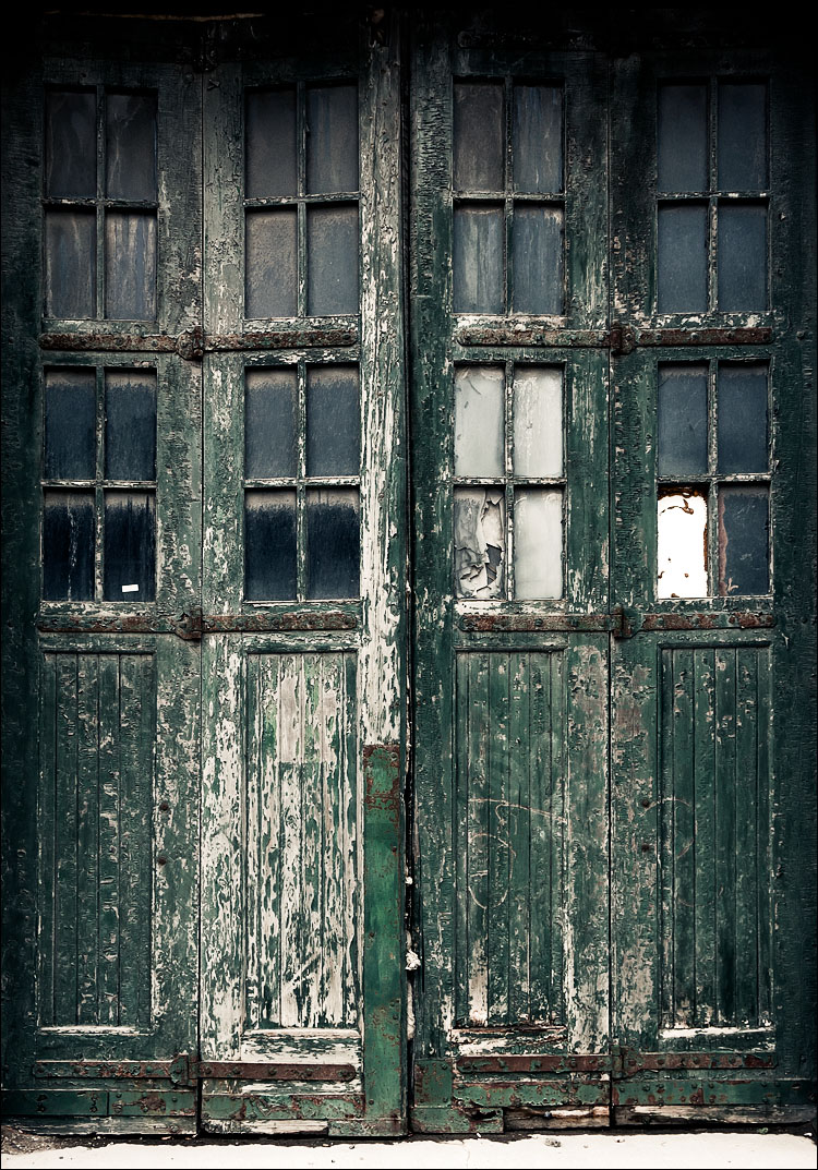 old green door || Canon5D2/EF24-105L@24 | 1/30s | f8 | ISO200