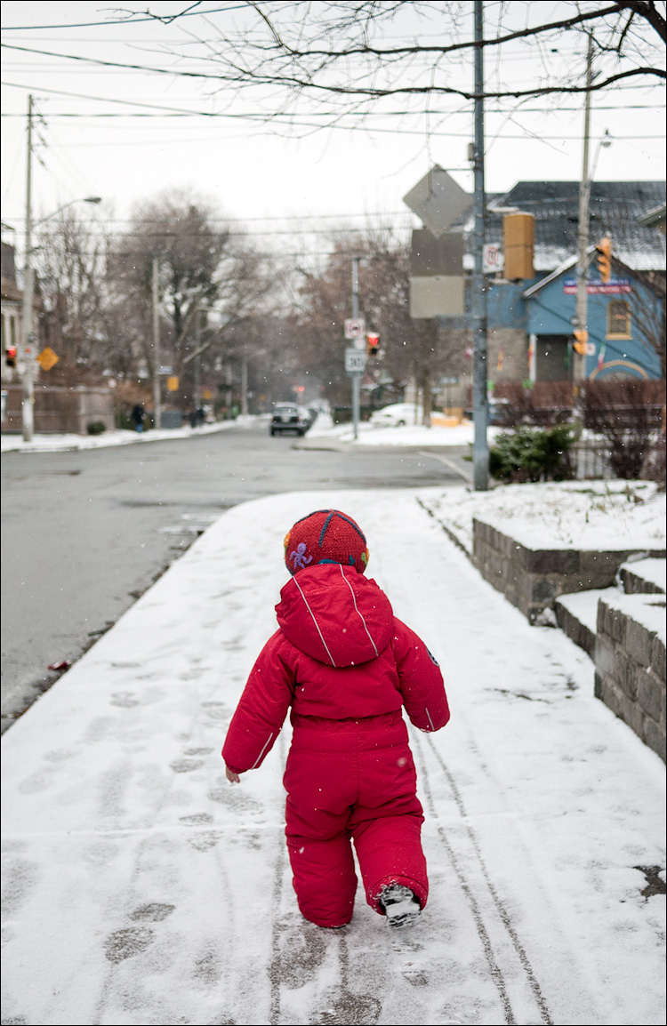 snow walking || PanasonicGF1/Pana20f1.7 | 1/1000s | f2 | ISO100