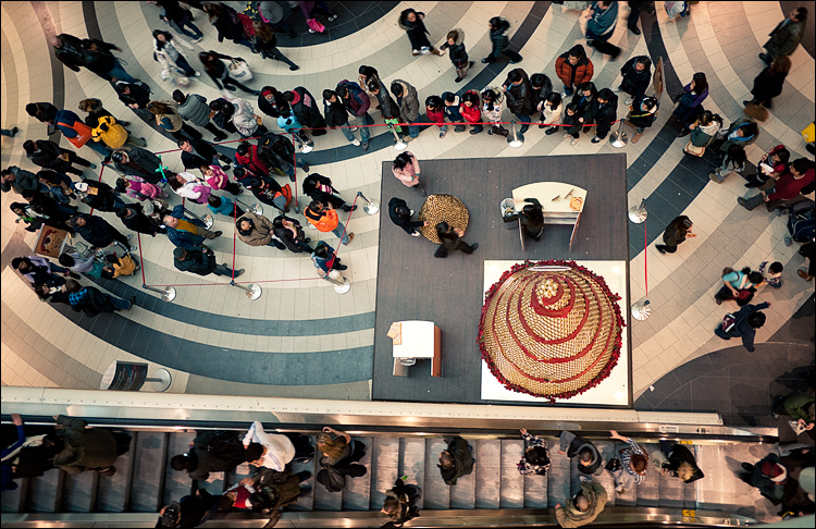 shoppers from above || Panasonic GF1/Pana14 | 1/20s | f2.5 | ISO160