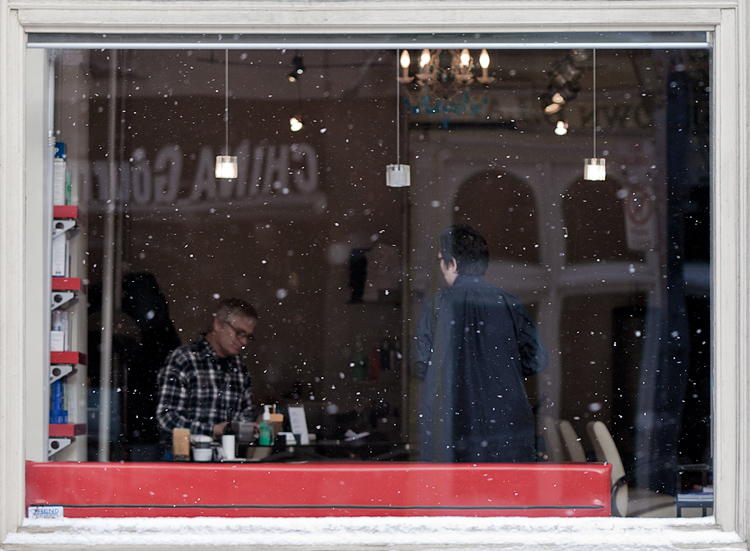 snow and salon || Canon5D2/EF100f2.8L | 1/250s | f2.8 | ISO200