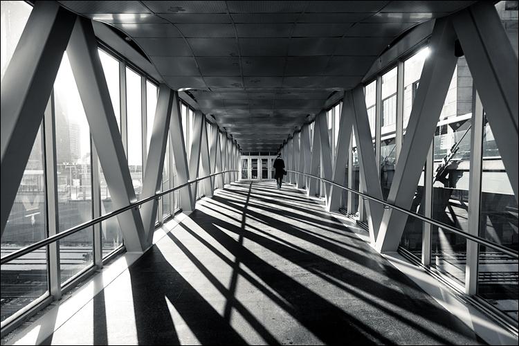 shadow corridor || Canon5D2/EF24-105f4L | 1/800s | f4 | ISO200