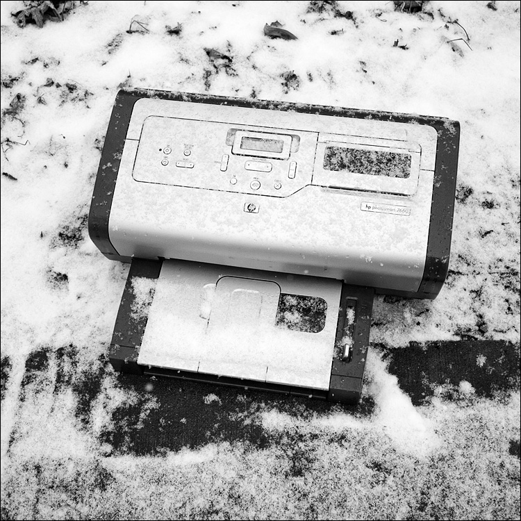 cold printer || Panasonic GF1/Pana14f2.5 | 1/1000s | f2.5 | ISO100