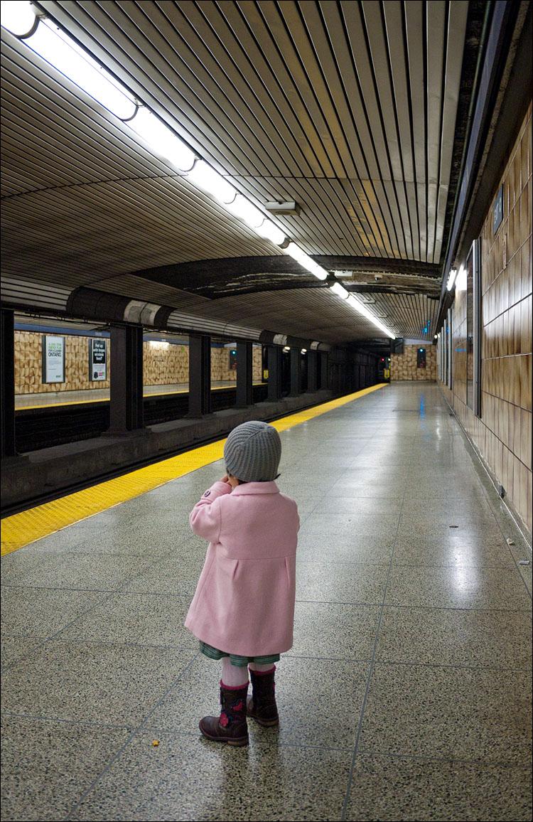 waiting for train || PanasonicGF1/Pana14f2.5 | 1/30s | f2.5 | ISO400