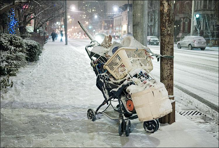 the stroller || PanasonicGF1/Pana20f1.7 | 1/30s | f1.7 | ISO500