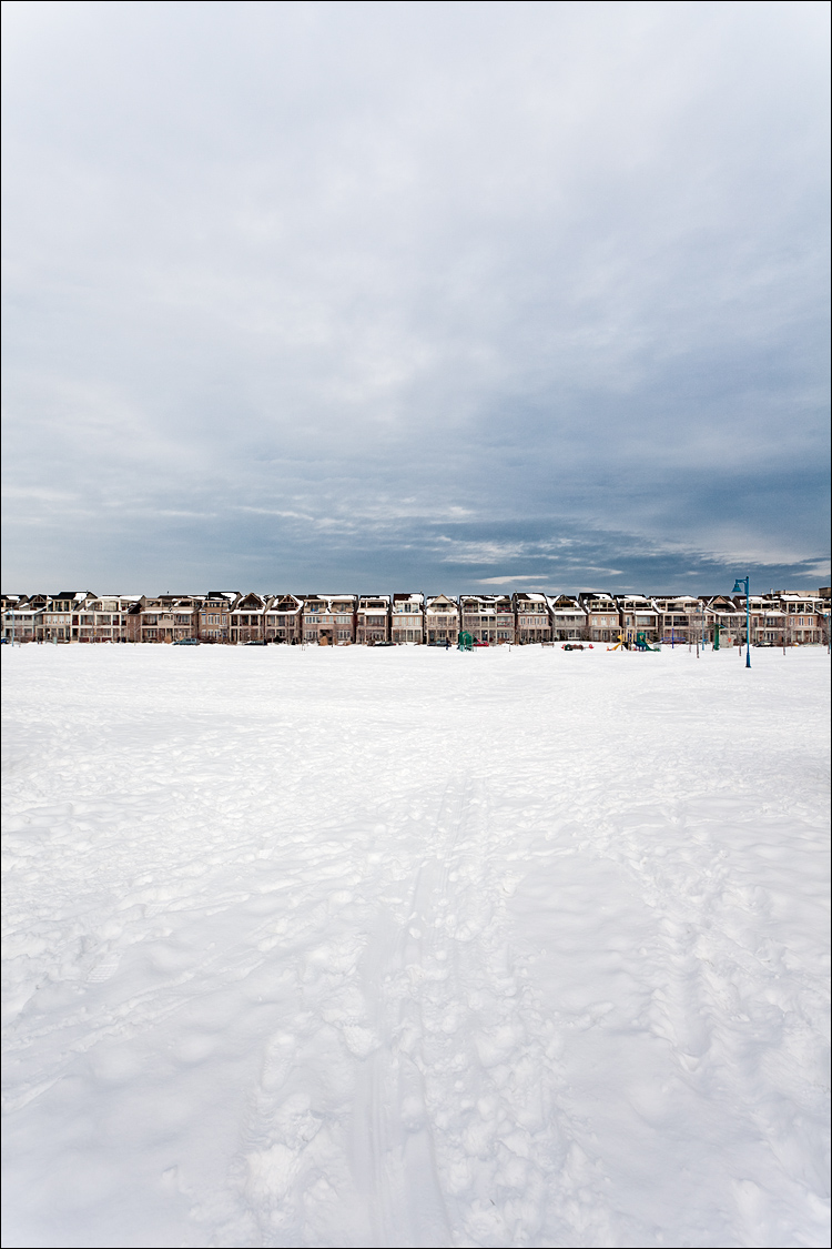 houses on white || Canon5D2/EF17-40f4L@19 | 1/200s | f8 | ISO100