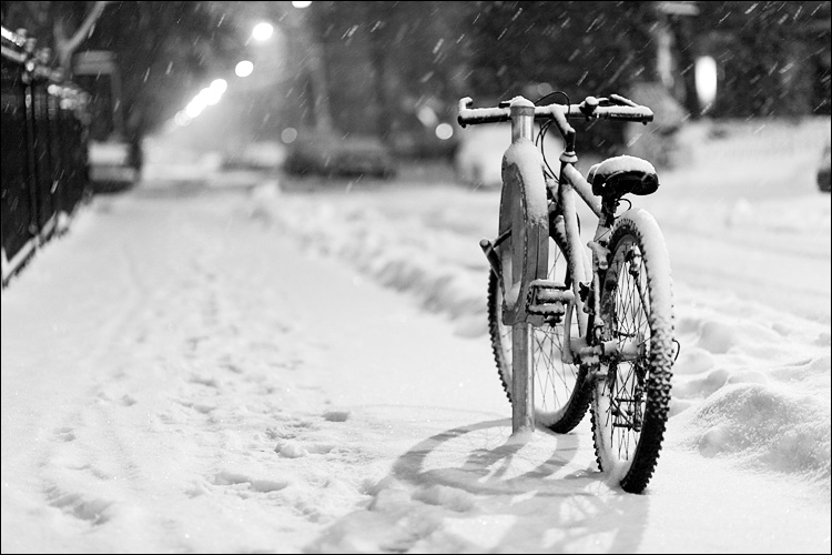 snow bike || Canon5D2/EF85f1.8 | 1.40s | f1.8 | ISO1600